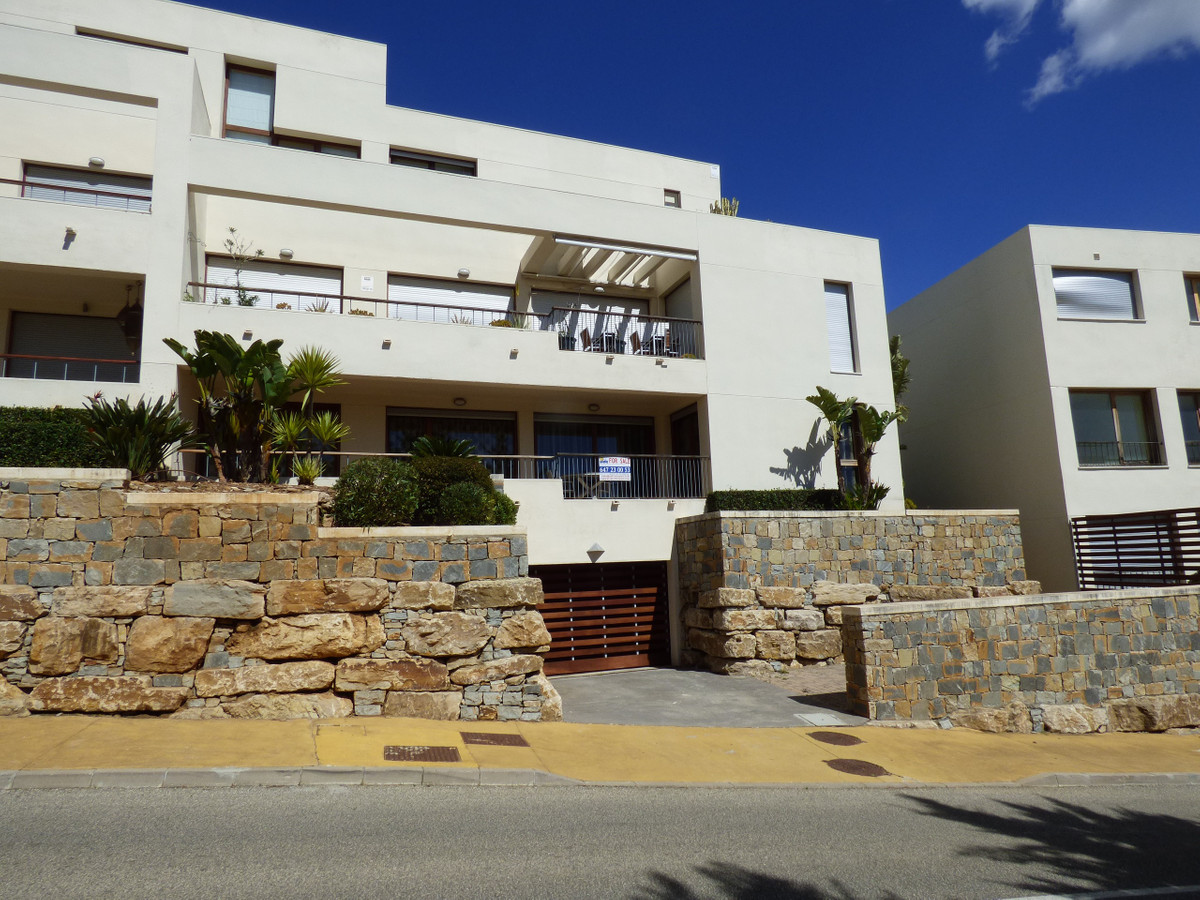 A beautiful apartment in a fabulous location, Lomas De Los Monteros is situated on the side of the m, Spain