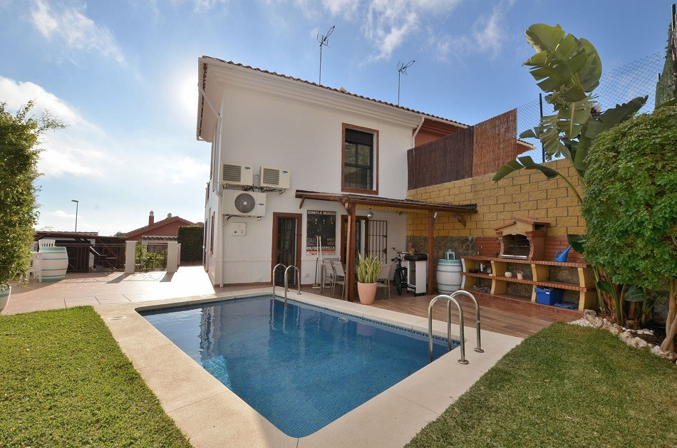 WONDERFUL SEMI-DETACHED TOTALLY RENOVATED WITH SEA VIEWS located in Benalmadena Pueblo. South facing,Spain