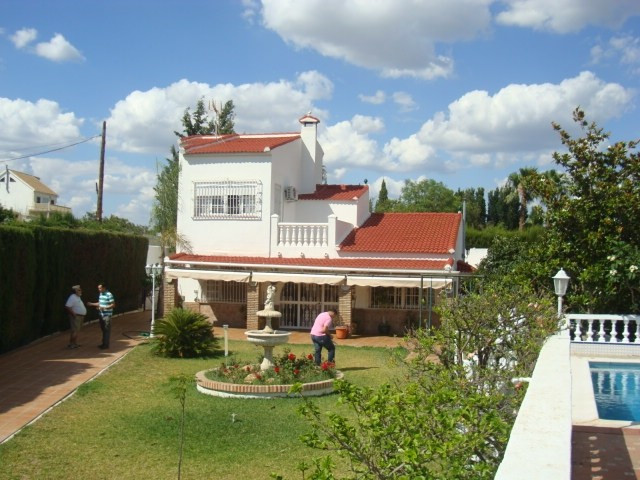 For sale a  villa on a 3000m2 of fenced plot. within walking distance of the new highway, beautiful , Spain