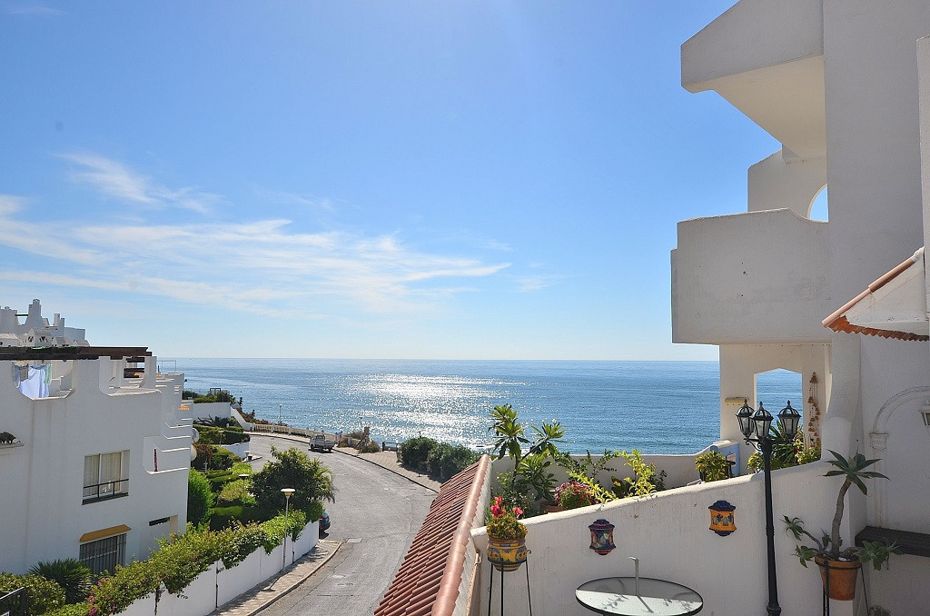 JUST REDUCED FROM 249.000 € to 219.000 €!  NICE APARTMENT CLOSE TO THE BEACH WITH WONDERFUL SEA VIEW,Spain