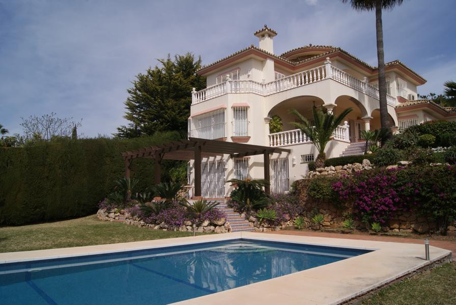 Superbly appointed four bedroom villa with three bathrooms plus cloakroom. The generously proportion Spain