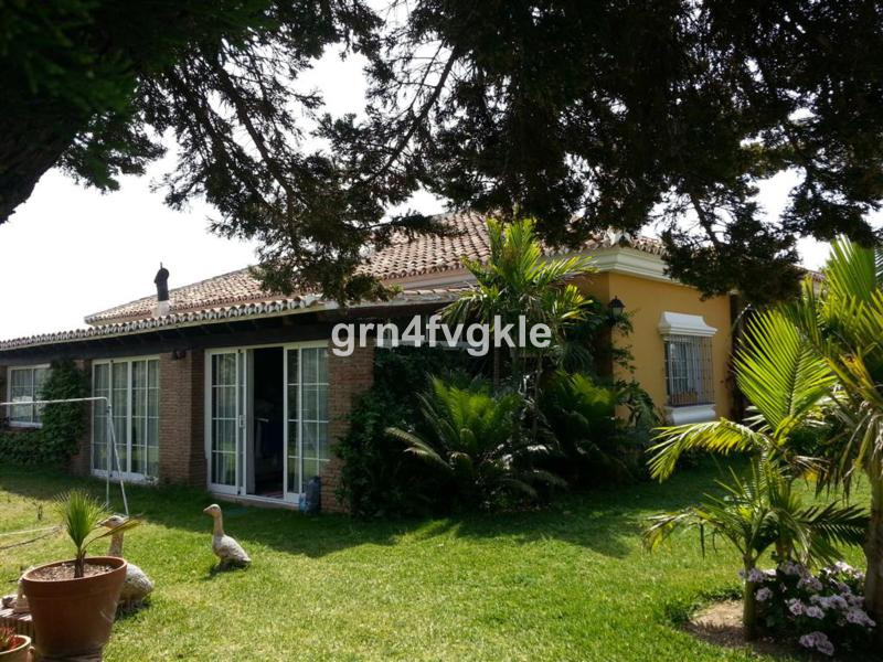 3 BEDROOM VILLA WITH POOL IN GOLF MIJAS STOVE Located on a plot of 1605 m2 and consists of 3 buildin,Spain