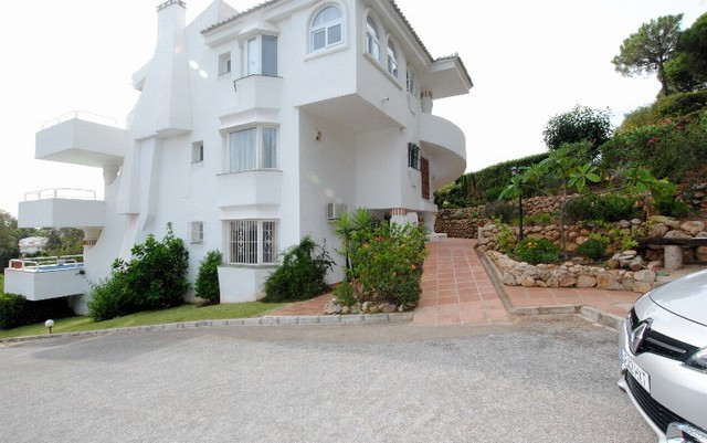 SUPERB AND SPACIOUS 3 BEDROOM APARTMENT LOCATED IN A MUCH SOUGHT AFTER DEVELOPMENT IN LOWER CALAHOND,Spain