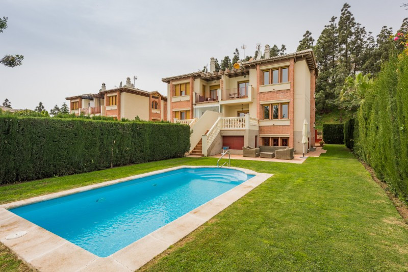 Semi Detached Villa for sale in Calahonda, Mijas Costa, with 4 bedrooms, 3 bathrooms, 1 toilets and ,Spain