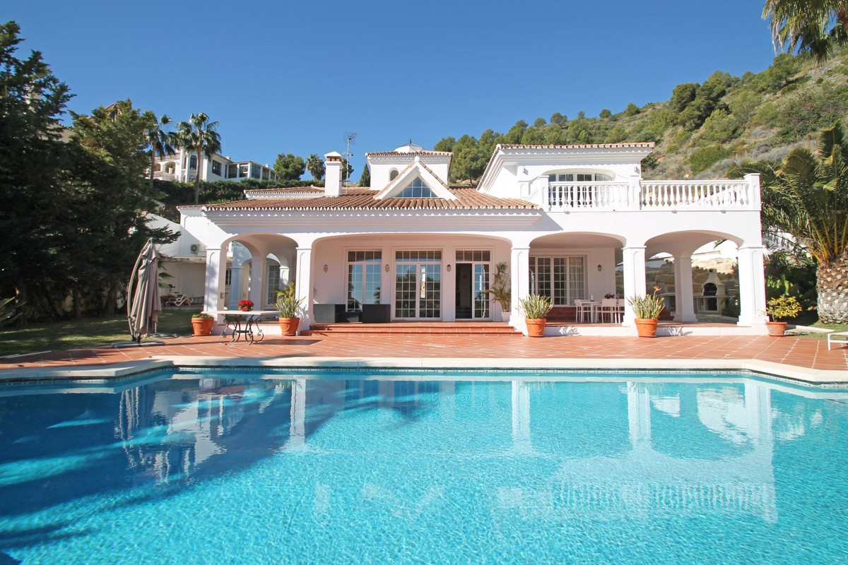 Opulent four bedroom villa with stunning sea views from the ground floor in the secure area of Casca,Spain