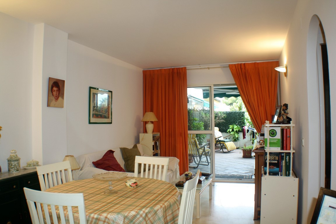 Nice ground floor apartment on the beachside with walking distance to one of the best beach of Marbe,Spain