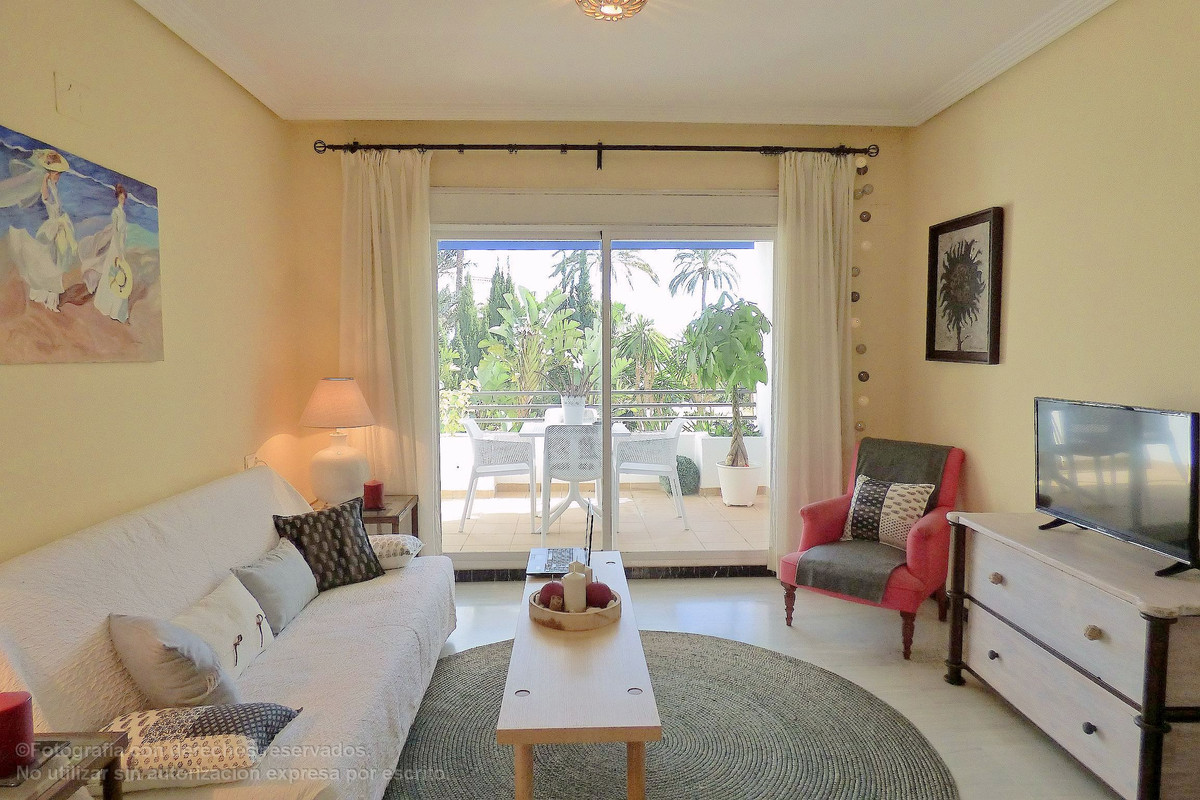 Cosy estudio with a privileged location within Puerto Banus, terrace south facing without passing ca, Spain