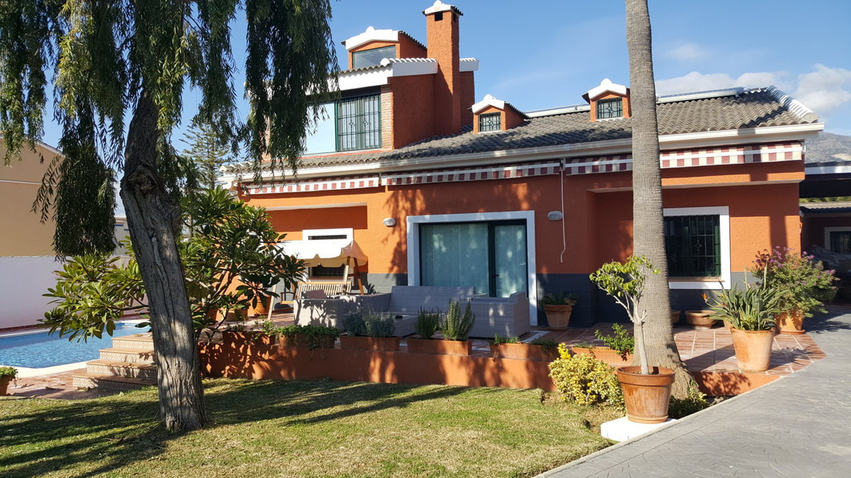 Fantastic villa south facing recently been renovated. Not too far away to the center of Fuengirola a, Spain
