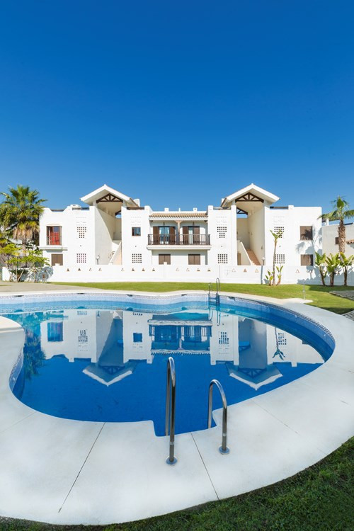 BEAUTIFUL PENTHOUSE IN FIRST LINE GOLF AND WITH SEA VIEWS. The urbanization is located in front of G,Spain
