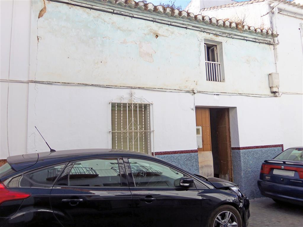 Typical Spanish townhouse in need of a total reform. The house is 151m² and is over 100 years old, s,Spain