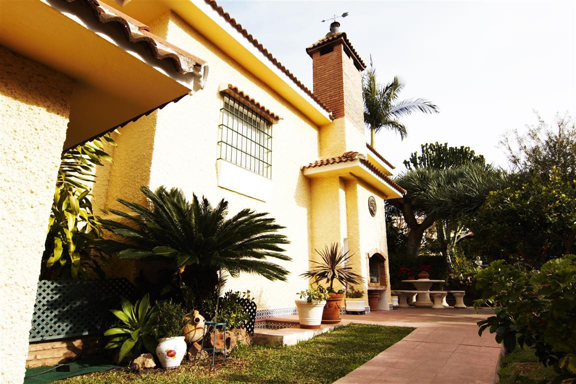 MONTE ALTO - GORGEOUS 3 BED AND 3 BATH VILLA WITH A MIGNIFICENT GARDEN - At a mere 5 min drive to th,Spain