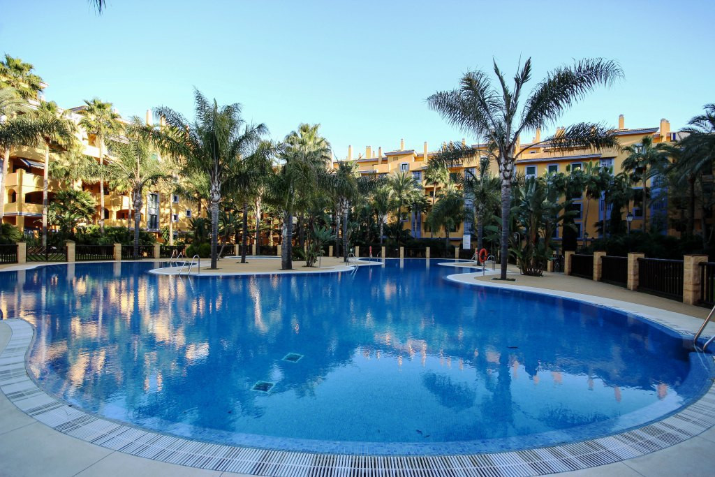 Sale of apartment located in urbanization Los Jazmines. Complex close to the beach and the center of, Spain
