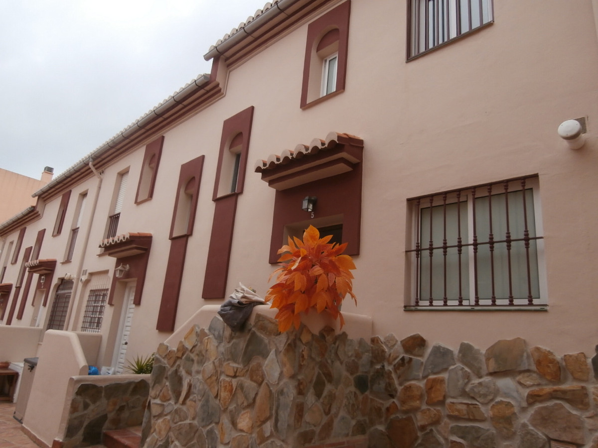 Fantastic opportunity to buy a townhouse in the heart of Las Lagunas, next to all amenities, schools, Spain