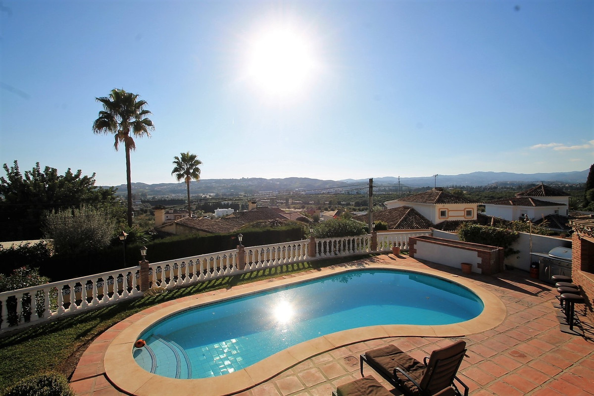 FANTASTIC VILLA REFORMED WITH MAGNIFICENT VIEWS IN SIERREZUELA !!  This is a unique opportunity to a,Spain