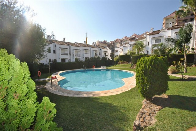 Townhouse, Town Centre, Independent Kitchen, Parking: Street, Pool: Communal Pool, Garden: Private a,Spain
