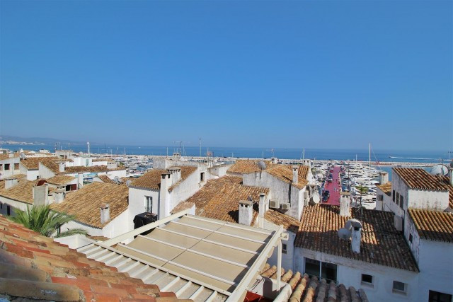 Large 3 bedrooms 2 bath Penthouse apartment located on the second line of the famous Marina of Puert,Spain