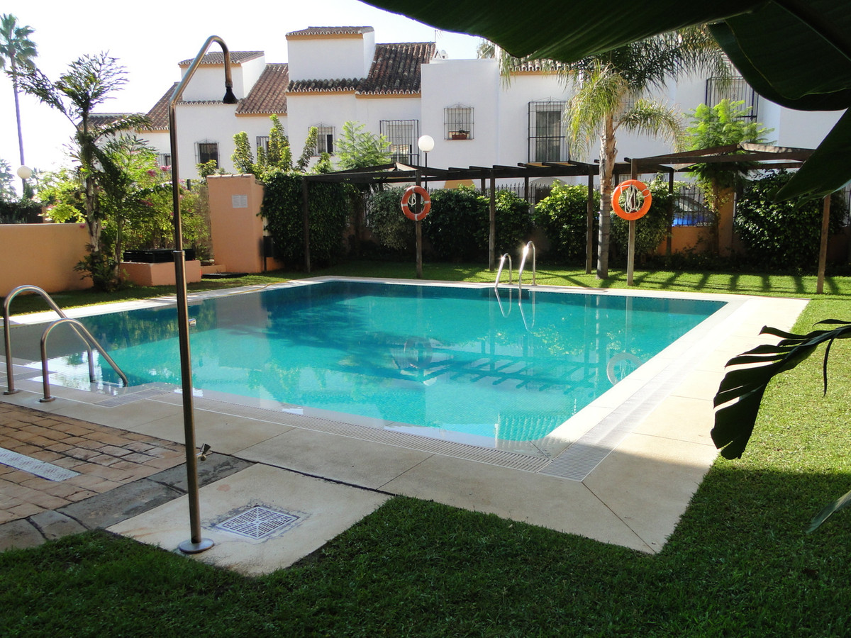 Lovely 1 bedroom apartment in a prestigious first line beach development, in a nice area of Marbella, Spain