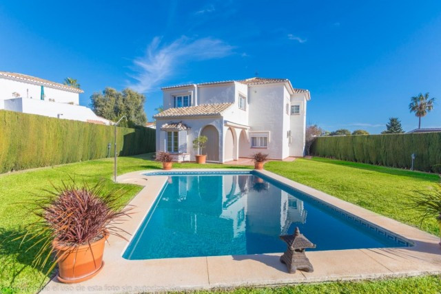 PRICE REDUCED FOR A QUICK SALE!  Fantastic renovated and sunny corner Villa in Calahonda with privac,Spain