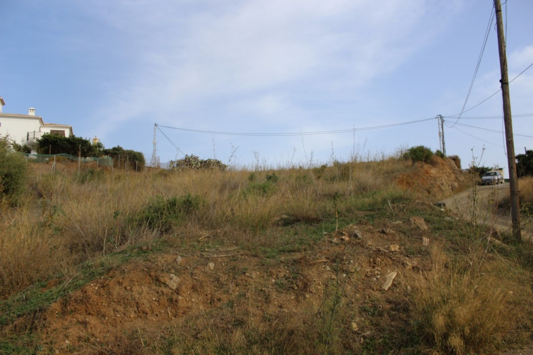 Beautiful urban plot oriented to the South and with beautiful panoramic views to the sea and the mou,Spain