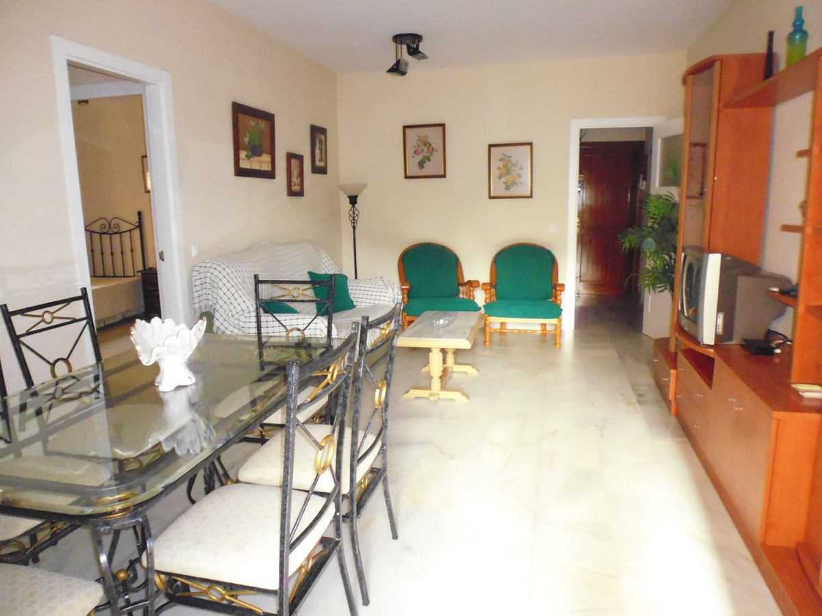 This property is in a consolidated urbanization with shopping area next to it. It has 3 large bedroo,Spain