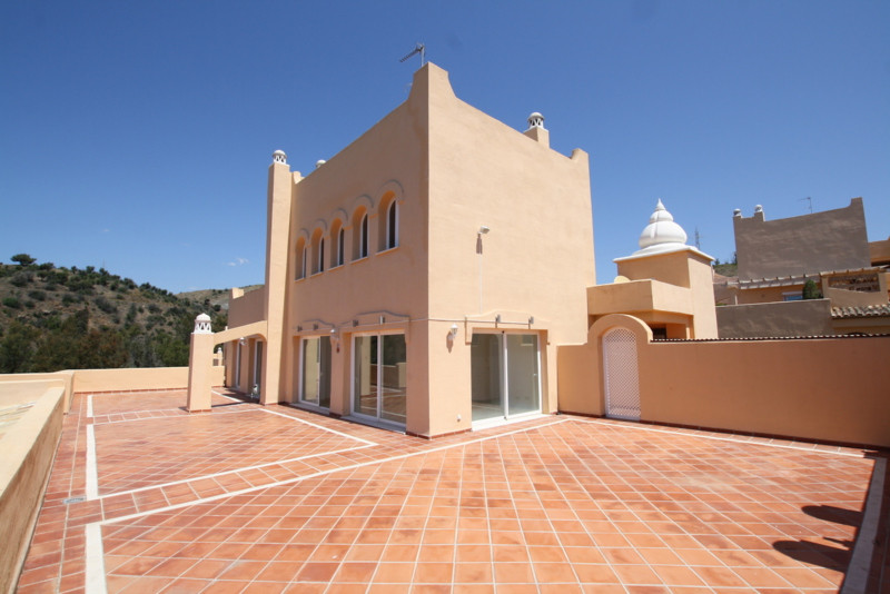 Super duplex penthouse with open sea views. With spacious living accommodation and terraces, this br, Spain