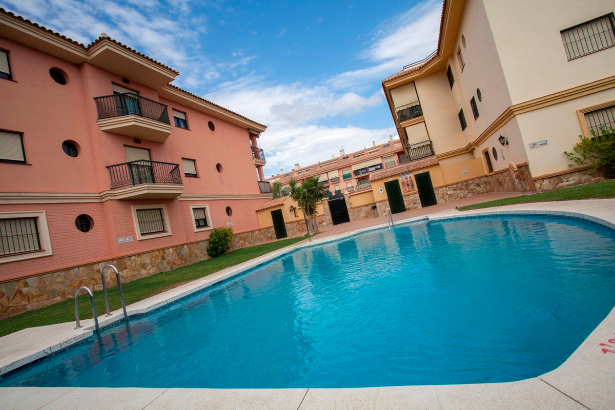 SUPER DUPLEX PENTHOUSE , consisting of three bedrooms, two bathrooms, south facing , good quality co,Spain