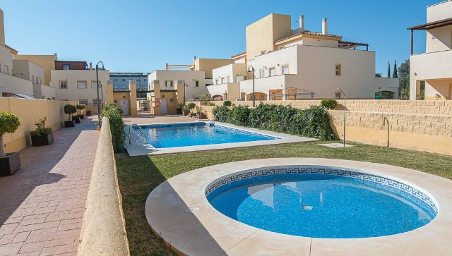 A well presented large apartment in a good urbanisation. Inside the modern property there is an alar,Spain