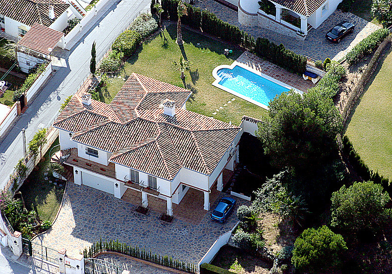 Fantastic and spacious villa in an established residential area, very private and in excellent order,Spain