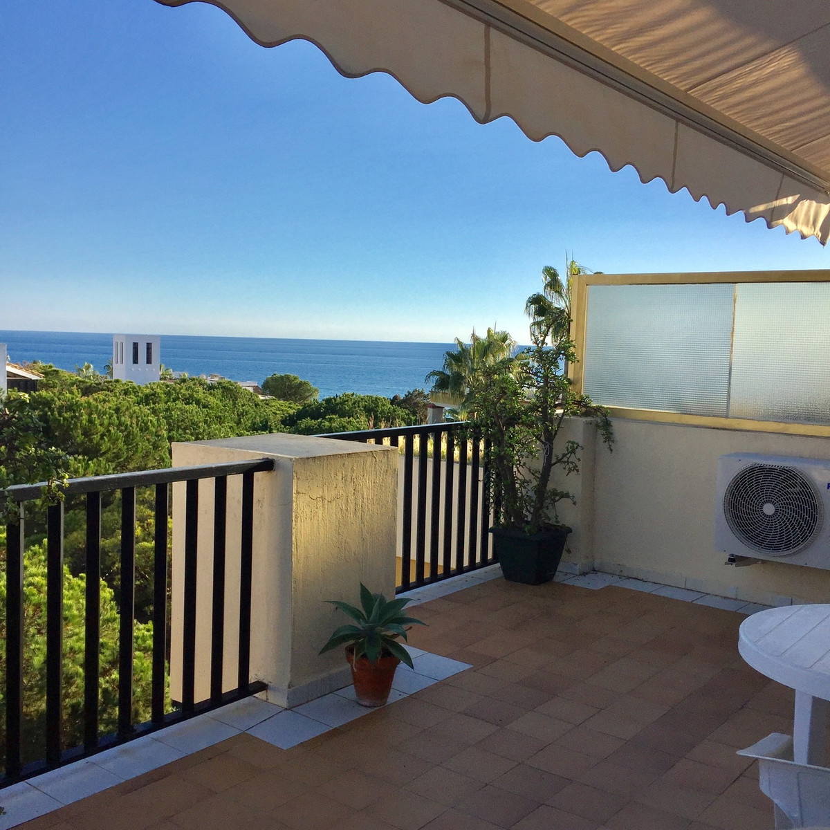 Top floor with Nice Sea Views. Frontline Beach Complex Studio / Apartment Located in prestigious Elv, Spain