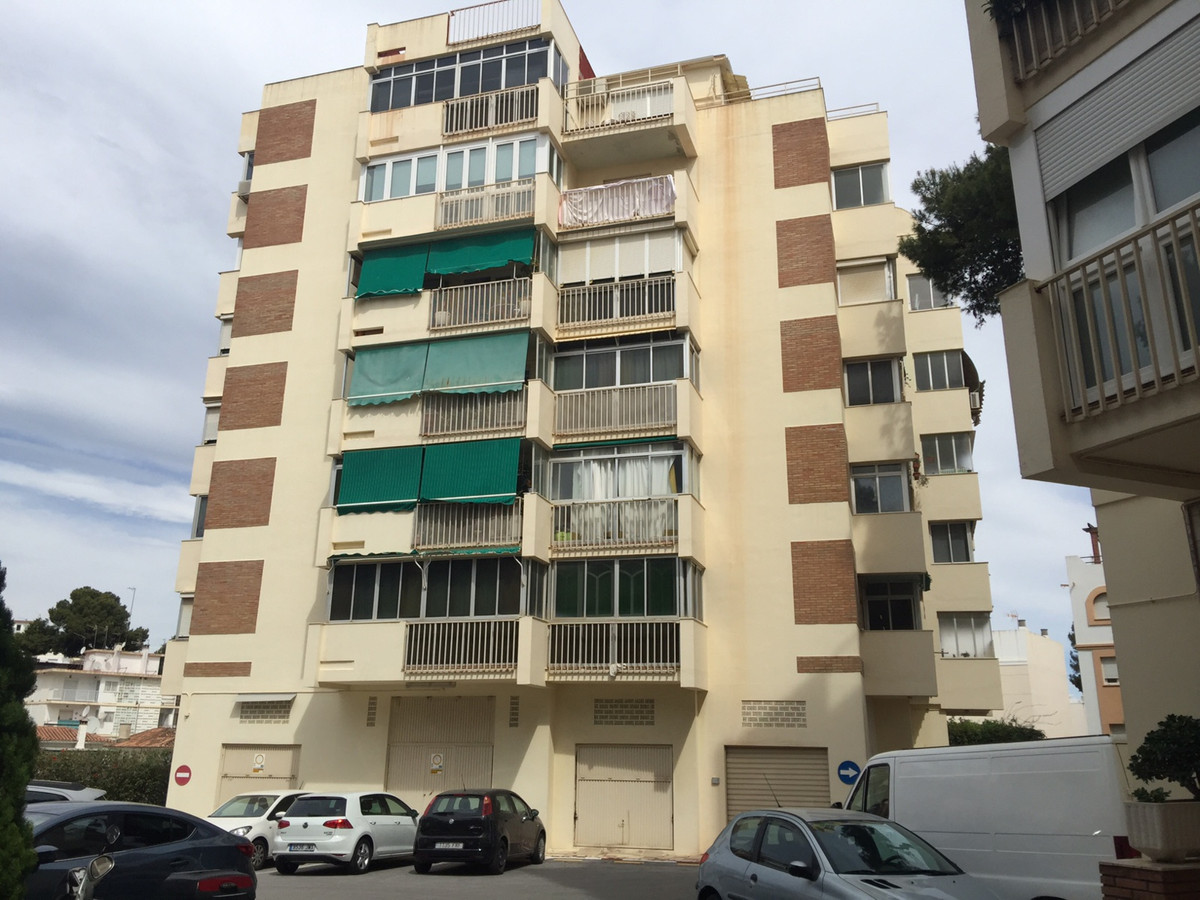 Lovely 3 bed apartment converted into a large 2 bed apartment inside a gated complex in a very quiet, Spain