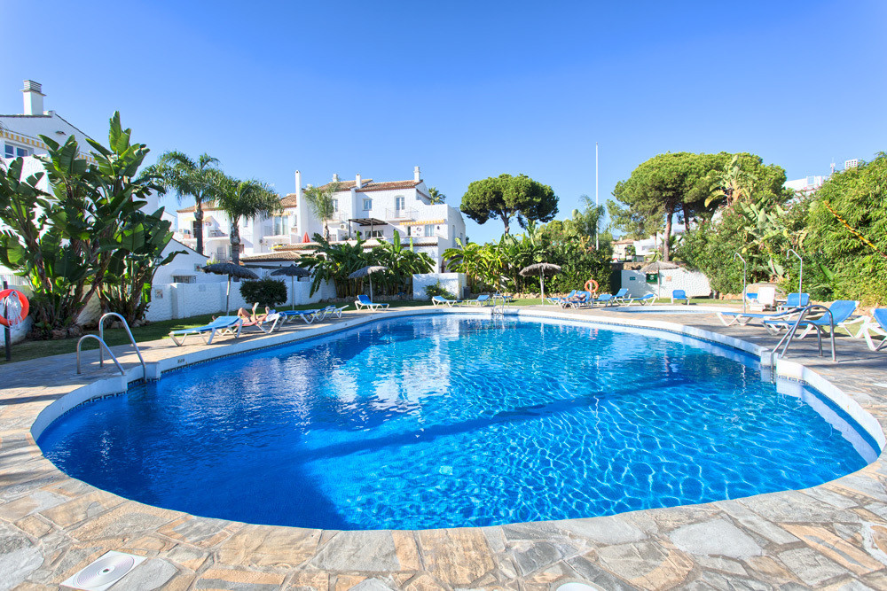 This ground floor apartment is located in the popular Benavista complex less than a 5 minute walk fr, Spain