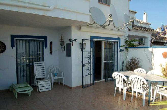 APARTMENT 100M FROM BEACH WITH A LARGE TERRACE, SEA VIEWS & SUN ALL DAY. A very pleasant two bed,Spain