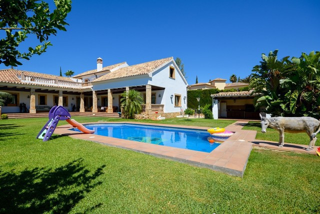 BEAUTIFUL POOL VILLA in Mijas Golf. 5 Bedrooms with basement and wine cellar. Solid build with atten,Spain