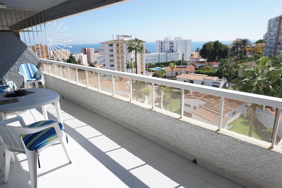 Fantastic apartment located in the sought after Cielomar building located near the beach and Benalma,Spain