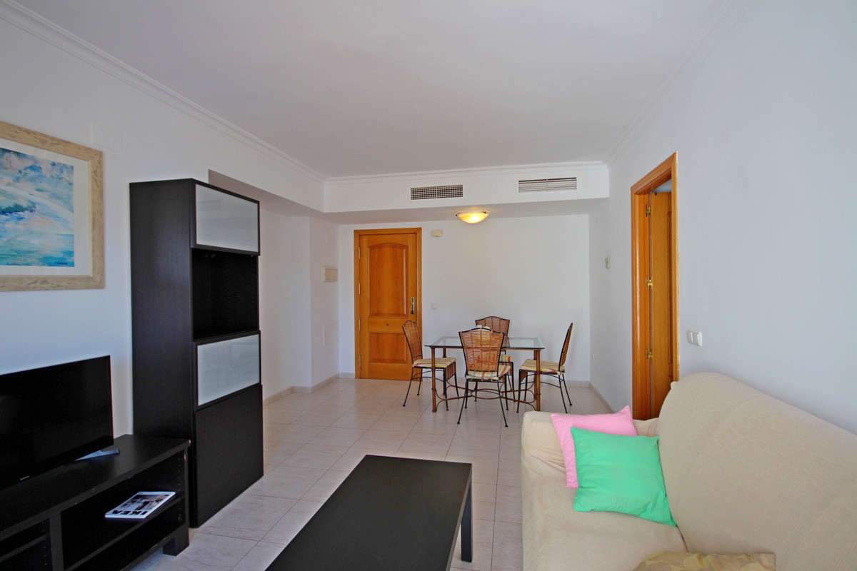 WONDERFUL APARTMENT LOCATED IN ONE OF THE BEST AREAS AND TRANQUILES OF BENALMADENA COSTA.   SURROUND, Spain