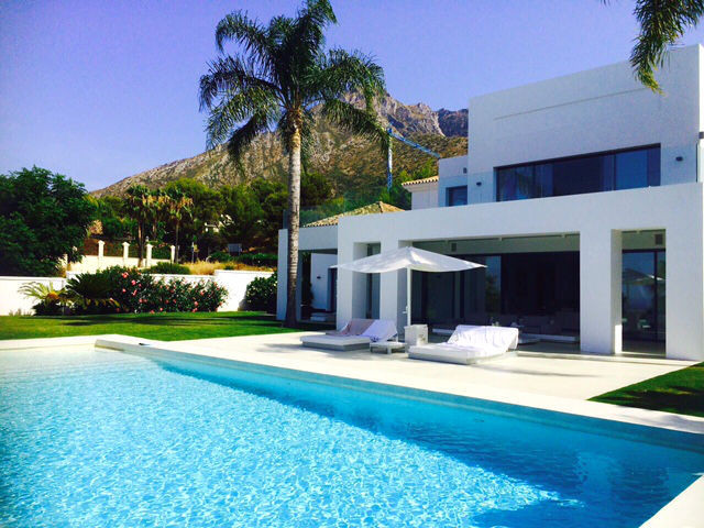This villa is for rent only until 30th June 2018!. Located in the secure and exclusive estate of Sie,Spain