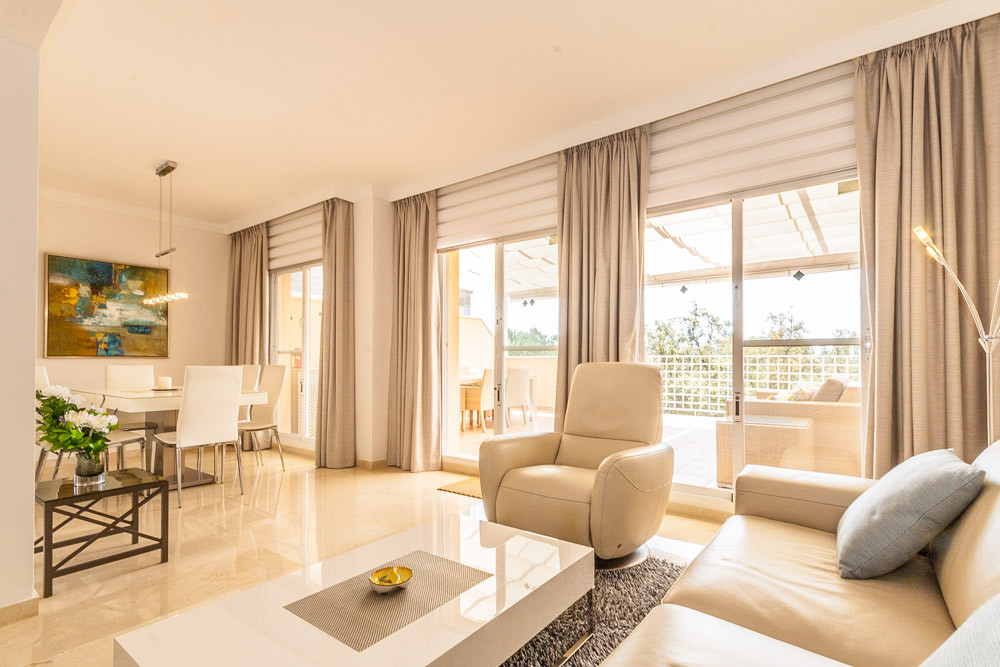 Immaculate, well presented duplex penthouse in a sought after development in Elviria. Conveniently s,Spain