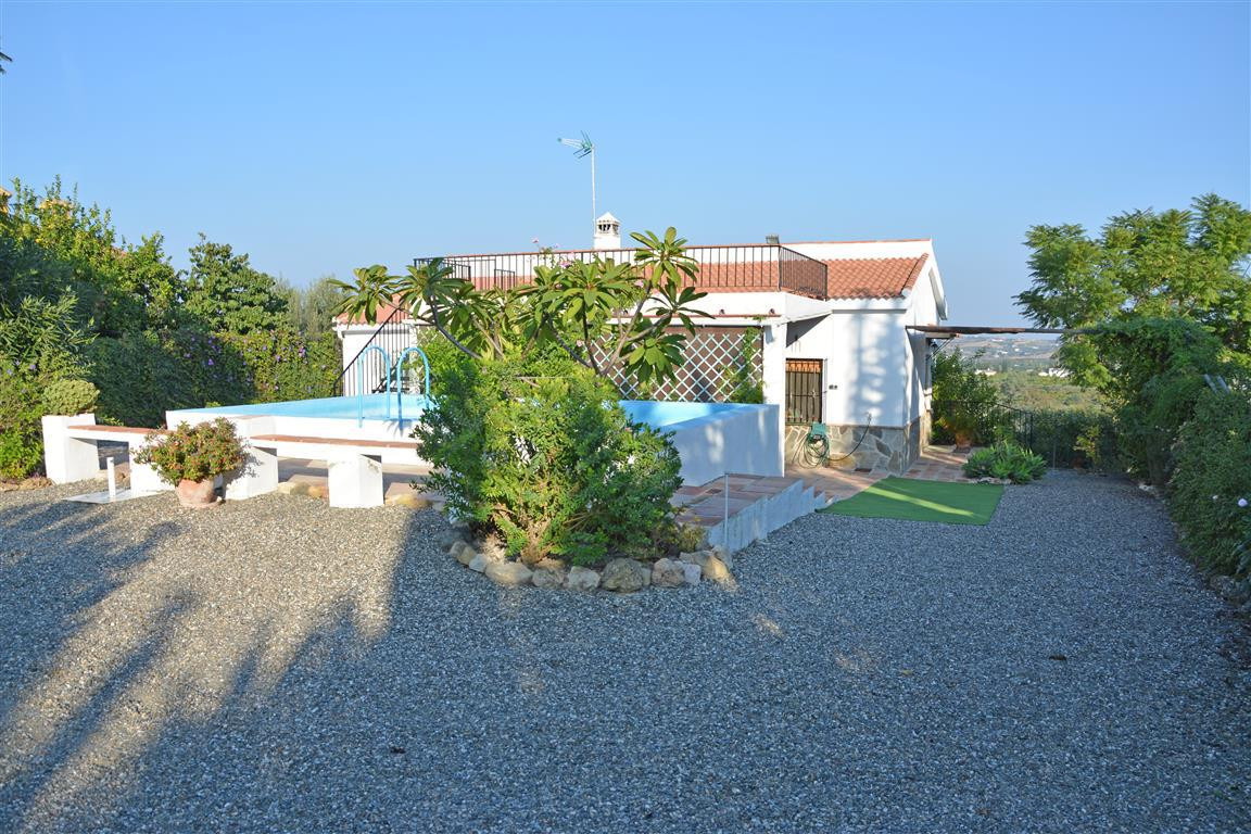 Cosy and very well maintained country house on the outskirts of Alhaurin el Grande. This one-storey ,Spain