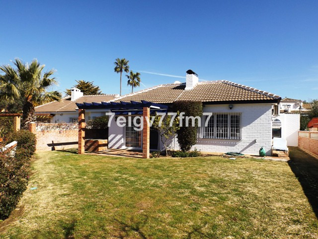 Delightful single level villa (bungalow) a stones throw from the local amenities offered by the main, Spain