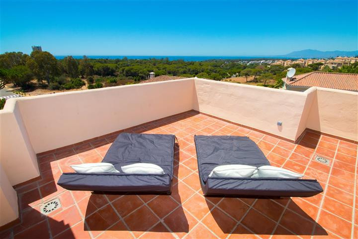Magnificent duplex penthouse in El Manantial.  The apartment enjoys sun all day long from the terrac, Spain