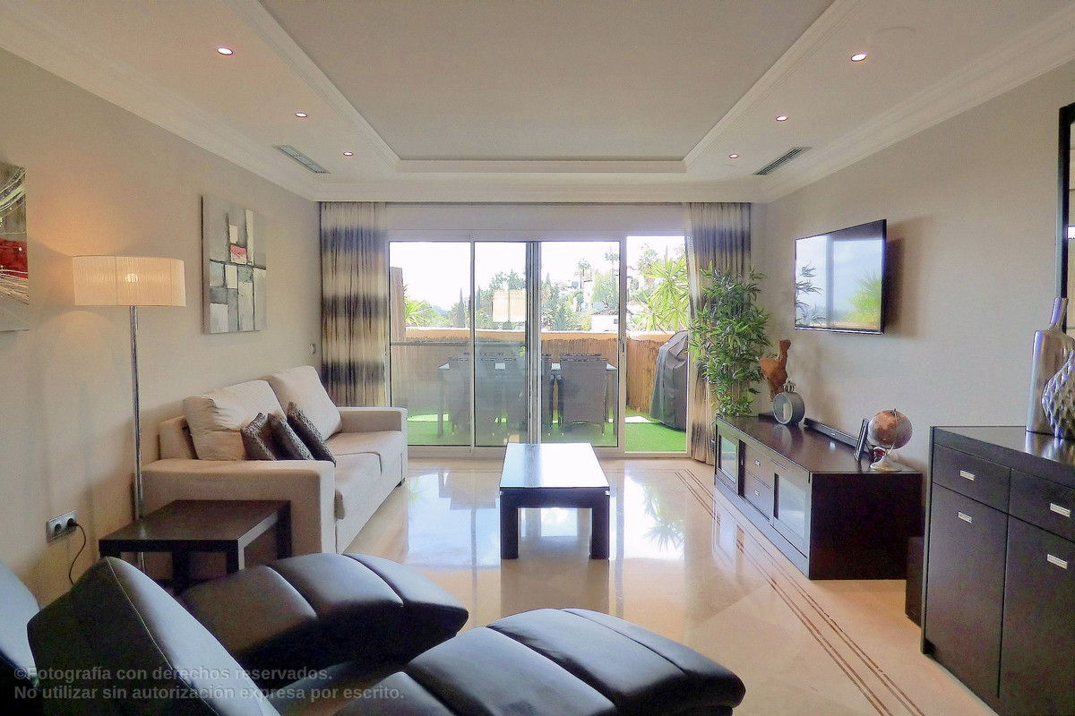 Luxury corner apartment in Aloha Hill Club. Immaculate and ready to move in. Large living area with , Spain