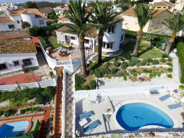 Villa in perfect condition and very well located within walking distance to all amenities and with l, Spain