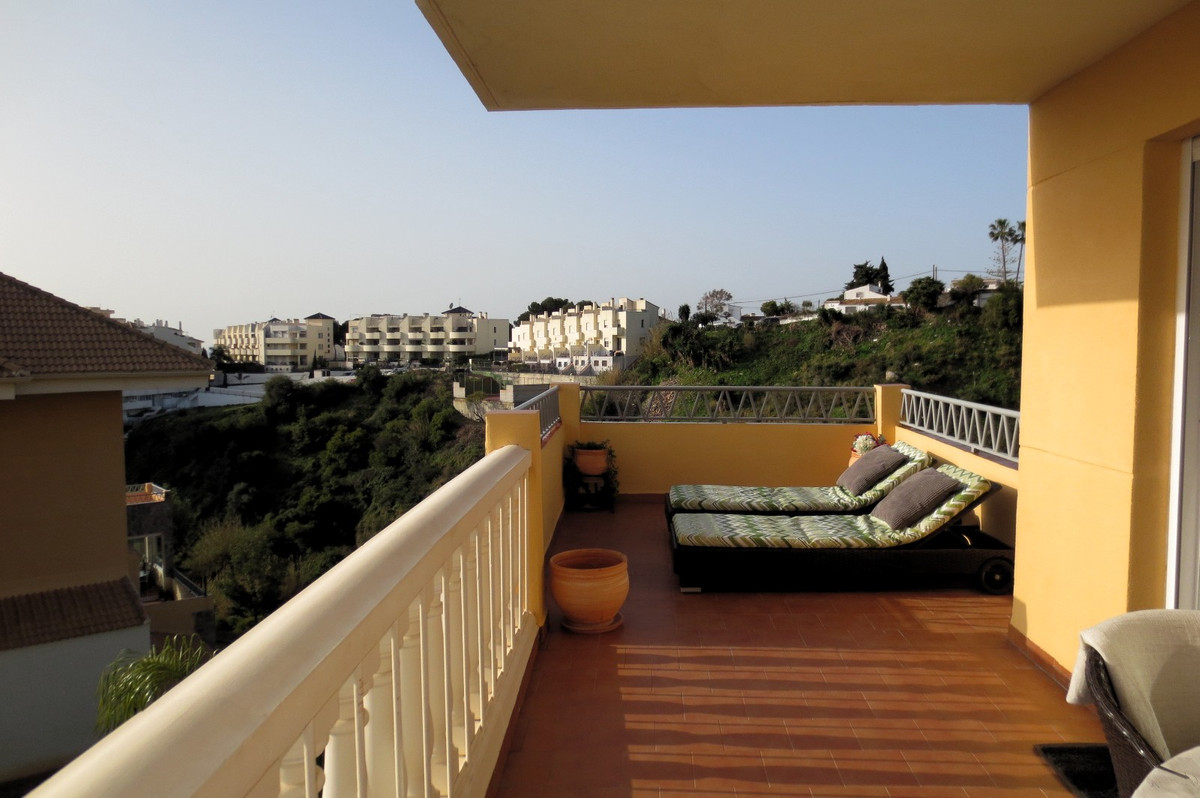 Fantastic apartment near train station and the beach. Sunny terrace. Partly covered and partly open., Spain
