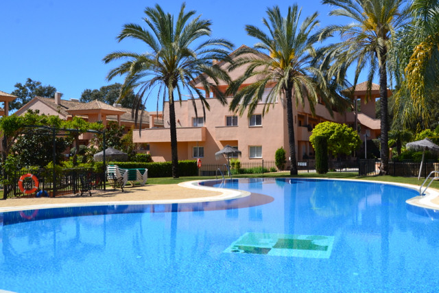 Elegant corner penthouse apartment in very sought-after area close to beach and shops in Elviria, Ma,Spain