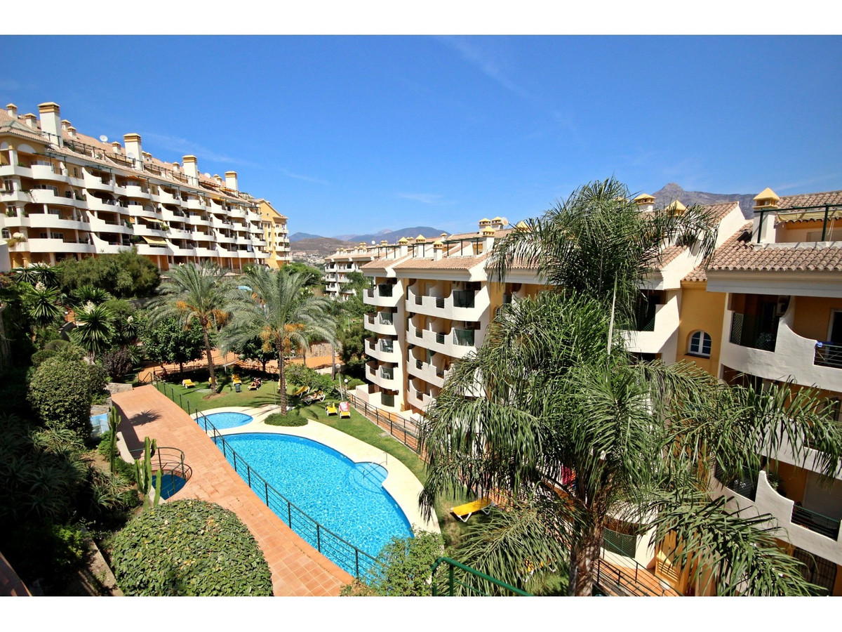 WELL LOCATED 3-BED APARTMENT WITH SEA AND MOUNTAIN VIEWS!!! Fantastic ground floor duplex apartment ,Spain