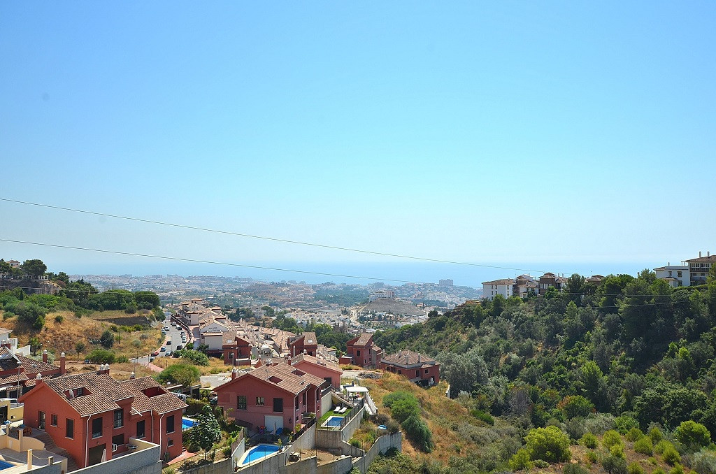 NICE PENTHOUSE WITH SPECTACULAR TERRACE OF 219 M2 WITH SEA VIEWS! Located in Benalmadena Pueblo. Gre,Spain