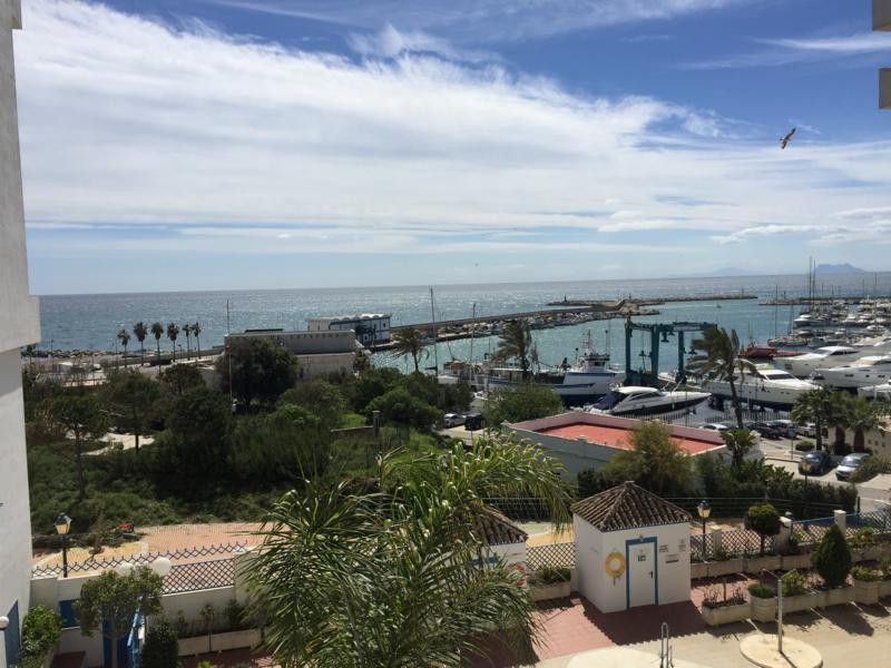 GREAT OPPORTUNITY !!! FANTASTIC LOCATION !!!  Well-kept apartment with frontal sea view in the port ,Spain