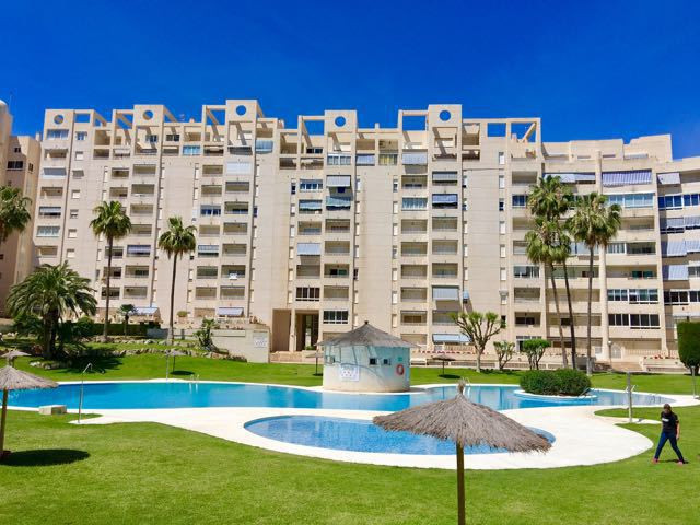 South-facing, 2 bedroom, 2 bathroom, luxury apartment in El Campello.  1996 mid-floor apartment in e, Spain
