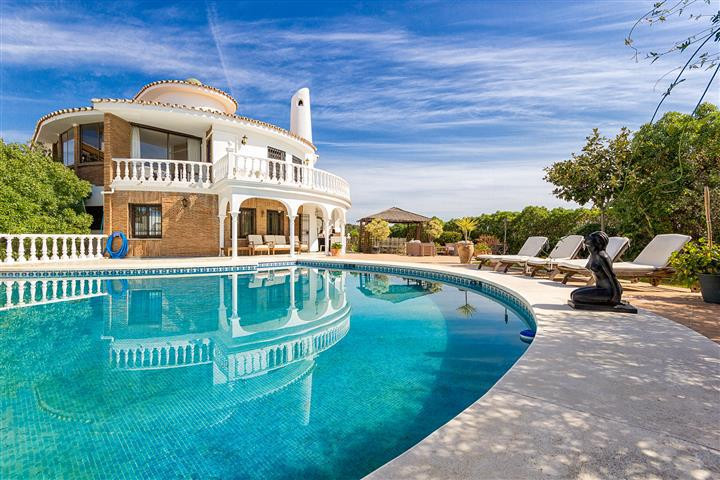 VIEWING HIGHLY RECOMENDED !!!!!!!  THIS IS A UNIQUE 6 BEDROOM SOUTH FACING  PROPERTY PRESENTED IN IM, Spain