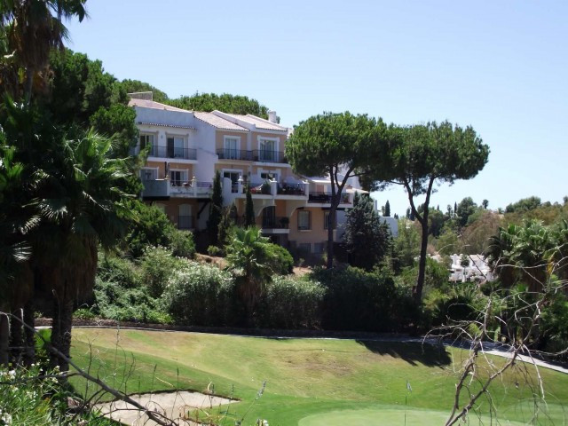 A very attractive 2 bed 2 bath townhouse overlooking la Quinta Golf in a tranquil setting - opposite,Spain